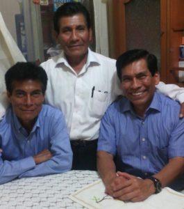 Con sus hermanos Pablo Crispín y Oscar Hernández Calderón