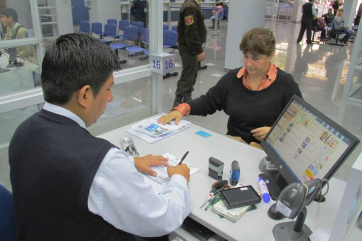 Gobierno aprueba ′Paquete Simplificador′ que reduce trámites para personas y empresas — PERÚ