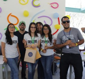 """Casey Aroni Moncada y Nixxi Córdova Ramos ganadoras la categoría: """"Nuevos Talentos"""". Foto: Walac Noticias / César Enriquez"""