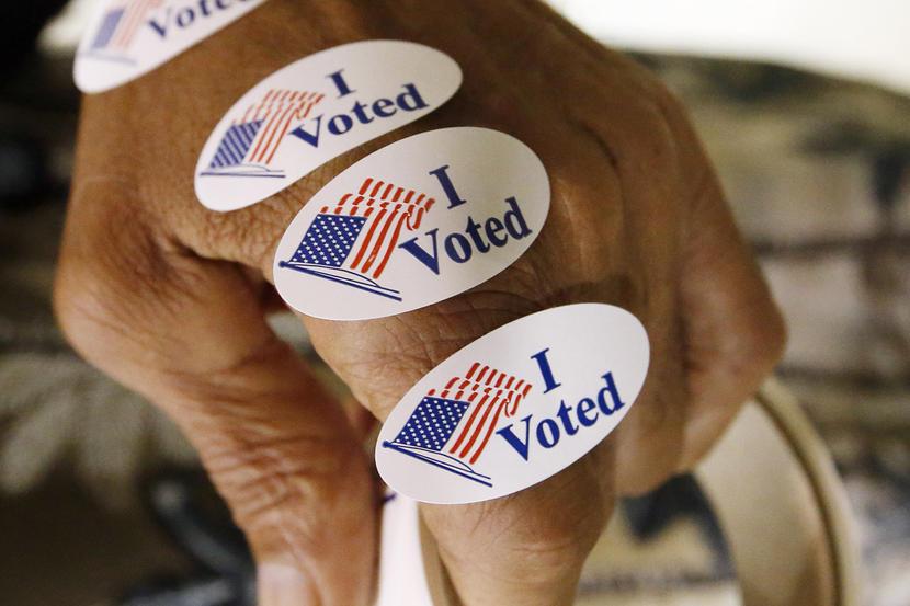 Los adhesivos electorales.