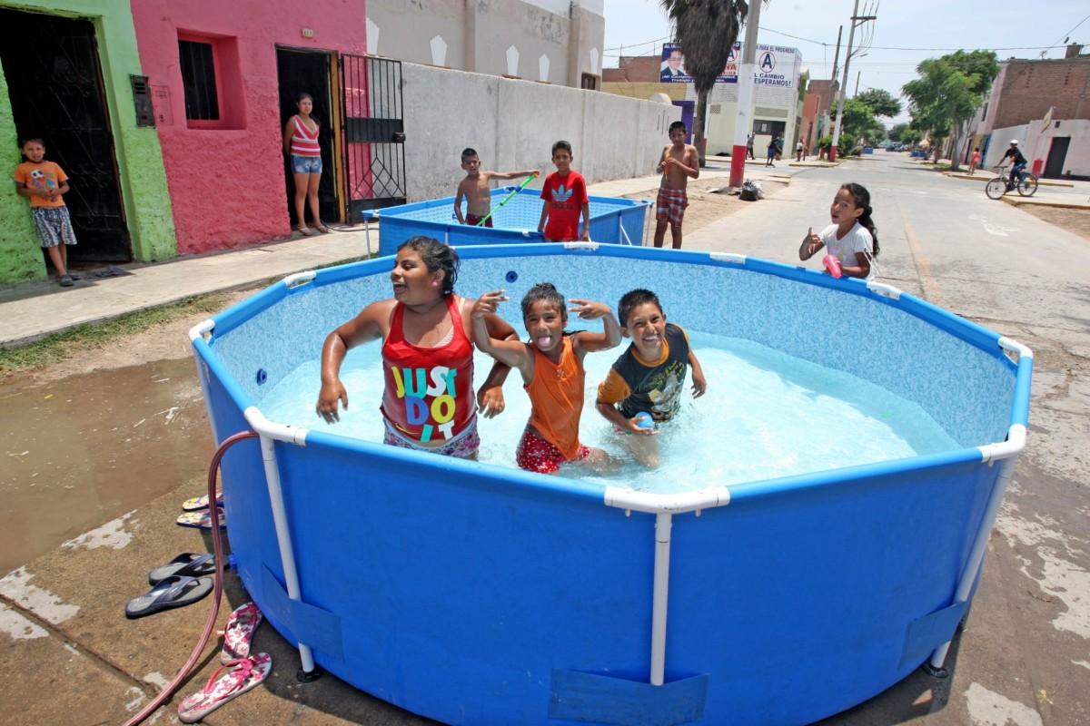 Castilla multar n por derrochar agua en piscinas armables for Cuando abren las piscinas