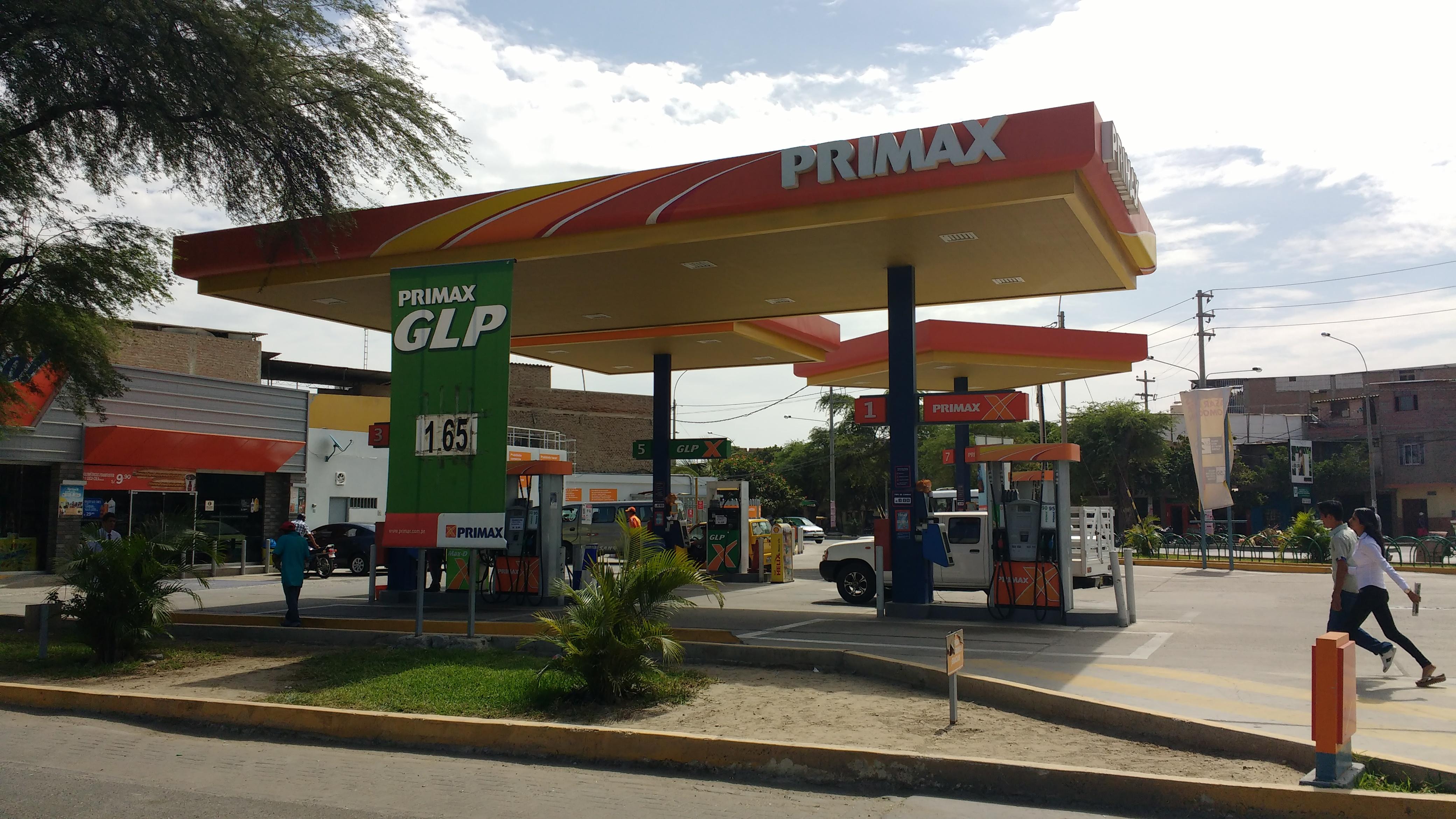 Los grifos del centro de piura venden los combustibles m s for Fotos de grifos