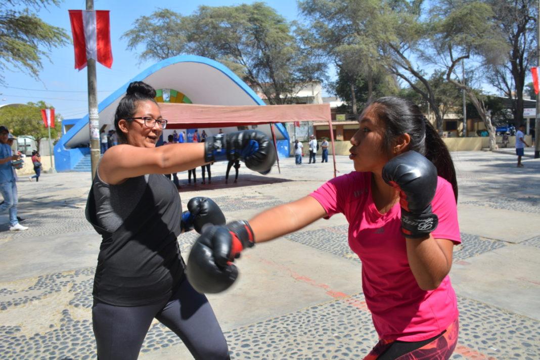 BOX FEMENINO. Didi Llacsahuache y Rosa Jiménez son jóvenes que practican el deporte del box. Foto Walac Noticias