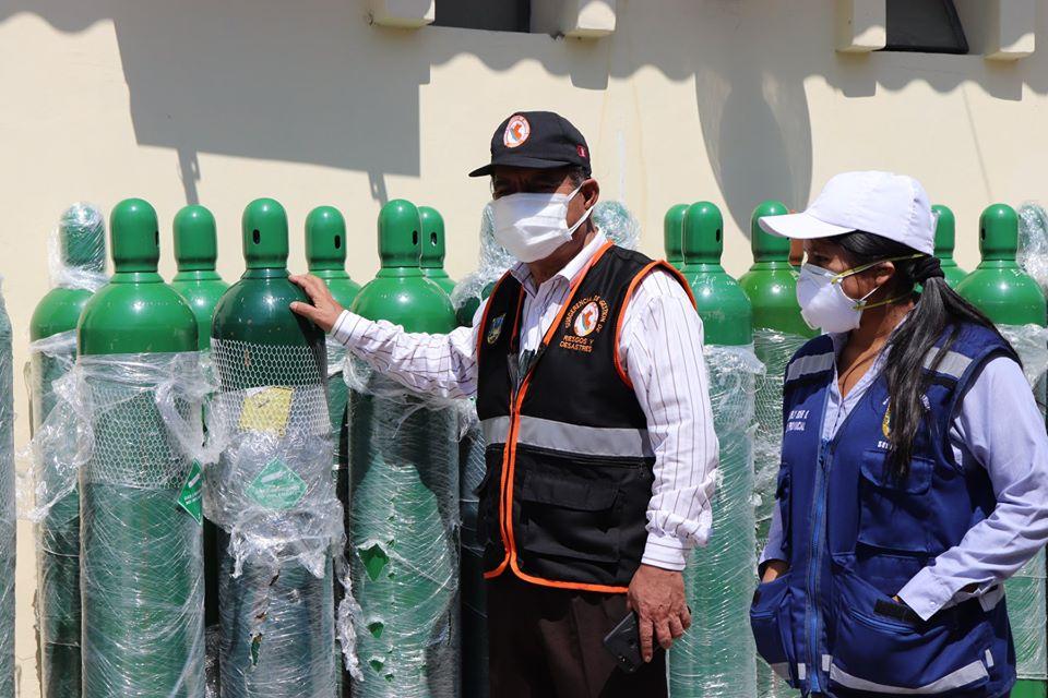 Entregan 26 balones de oxígeno a centro de salud de Sechura (2)