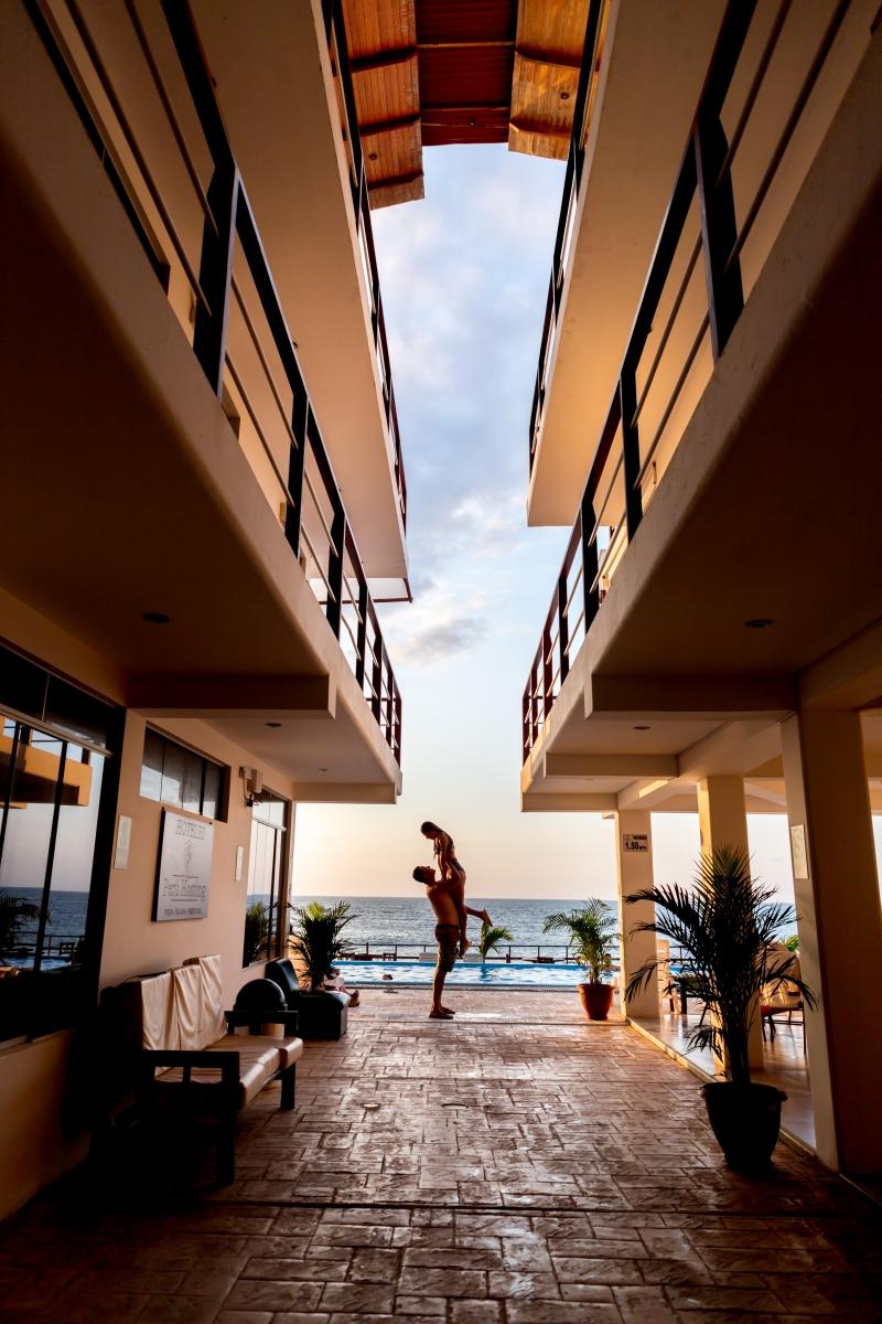 Los Hoteles Perú Hosting, son una pequeña cadena de capitales piuranos, es una empresa del rubro hotelero con más de 7 años en la región. En la actualidad cuenta con 3 locales, en Piura, Talara y Punta Sal.