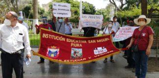 Docentes del colegio San Miguel de Piura