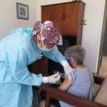 vacunación de adultos mayores de 75 años contra la covid-19