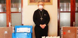 Arzobispo de Piura dona modernas Cajas Transportadoras de Vacunas
