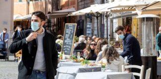 Casos de covid-19 crece en Italia sobre todo entre los jóvenes