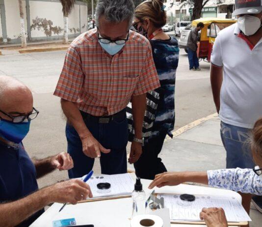 Reúnen firmas en contra de un cambio de Constitución
